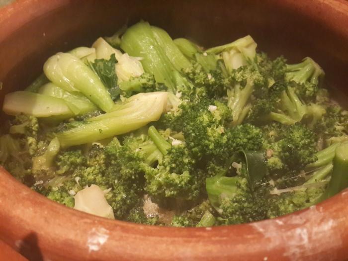 Broccoli & Pakchoy toast with Garlic